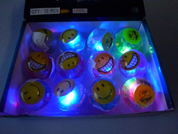 06-6141, LED Leuchtflummi 6,5 cm, mit beweglichem Lachgesicht und farbigem Glitter, Leuchtball, Blinkball, Springball++++++