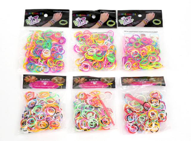 600 Pakete (á 200Stk) Loom Band Bänder in den abgebildeten Farben inkl. Verbindungsstücke und Haken im Polybeutel mit Headcard nur 0,16 EUR