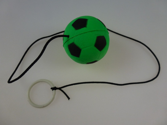 Retro Springball an Gummiband, Flummi an Schnur, mit Fingerring, Fußball, Tennisball, Basketball und Baseball, farbig an Schnur