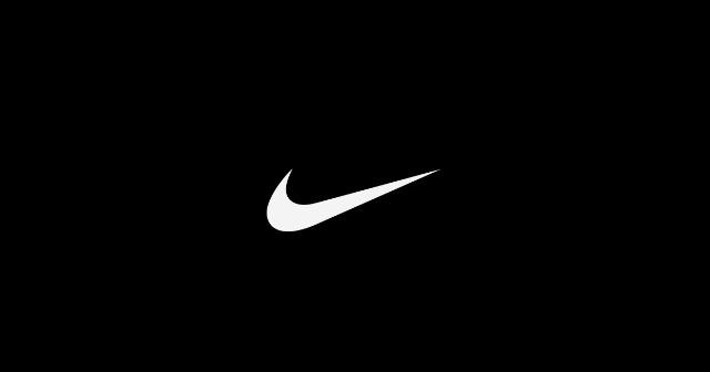 Textilien Großhandel: Nike Kleidung A-Ware