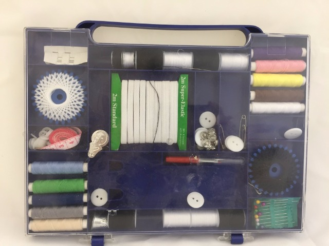 Handarbeit & Kurzwaren Großhandel: Nähset, Sewing set, teiliges Nähset - Komplett mit Nadel Faden und Hemdknöpfen