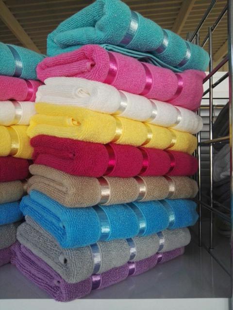 3,99 /KG Handtücher und Badetücher bestehen aus 100% Baumwolle
