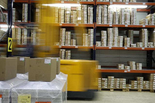 New stock at warehouse / Neue Ware am Lager  Nochmal neu eingetroffen!!! COSMETIC STOCKLOT - Kosmetik Komplettsortiment
