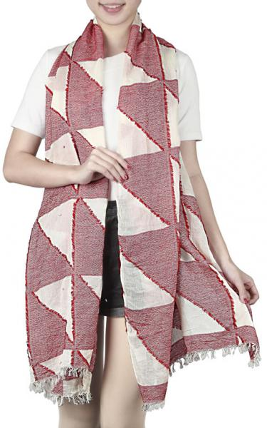 Scarf with triangle patterns and short hand cut fringe in white-red