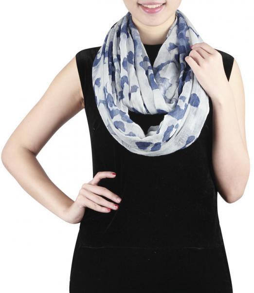 Soft light loop scarf with leopard pattern in white-blue