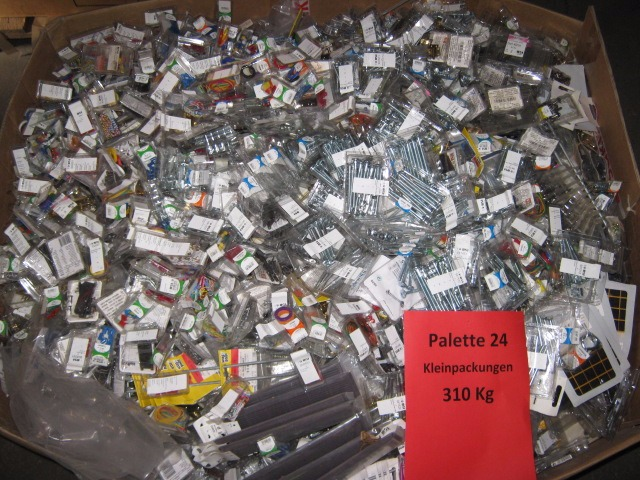 3 Paletten Baumarktware Palette 24 Kleinpackungen 310 Kg + Palette 04 Schlüsselleisten 75 Kg + Palette 19 Möbelgriffe + Mantelhaken 240 Kg