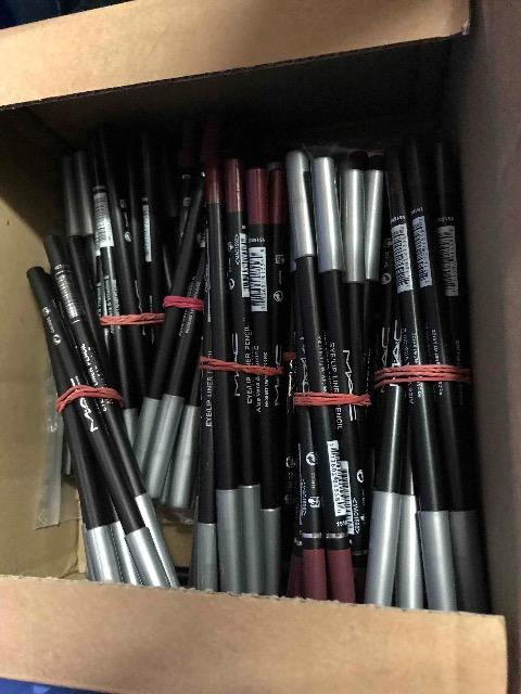 MAC Kosmetik für Profis Professionale Kosmetik Pigment Pigmente Augenstifte Lippenstifte Eyeliner Lipliner Liner Pencil
