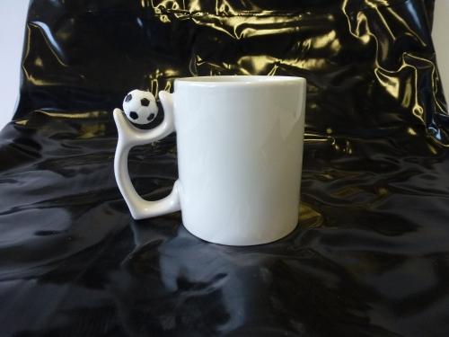 12-30333065, hochwertige Kaffeetasse mit Fussball am Henkel, bedruckbar, hochwertig, Kaffeepott, Kaffeebecher, spezielle Beschichtung