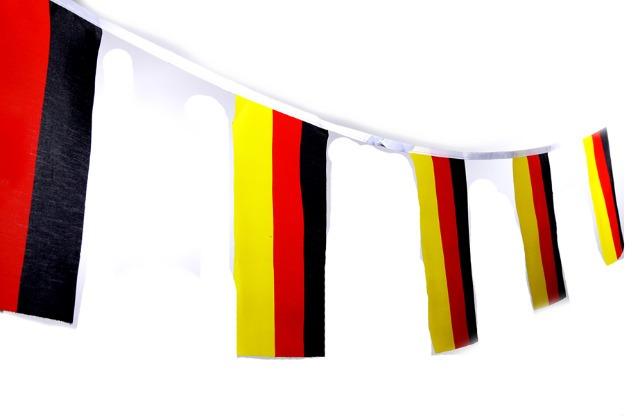 17-29773, Fahnengirlande Deutschland 700 cm, Partygirlande, Event, Fussball, Stadion, BRD Farben, Fahne, Flagge, Party, Event, Fanmile, usw.