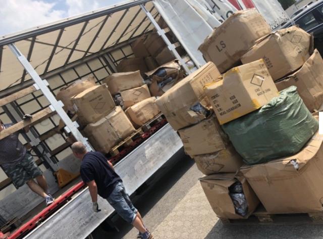 LKW Ladung Textilien 128.000 je 1€ Restposten Großhandel Schals