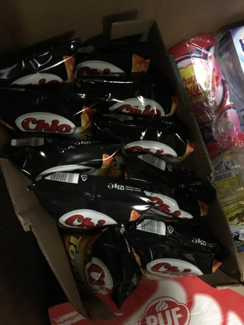6 LKW Lebensmitteln von Amazon auf Lager