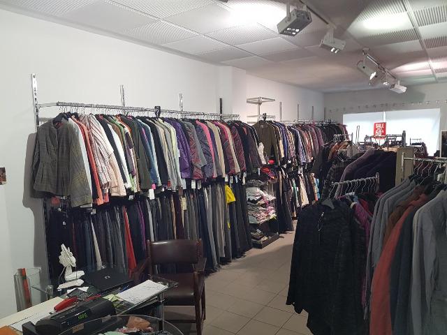 ca. 30.000 Stk. Markenkleidung ESCADA, JOOP!, Windsor, Gerry Weber, Armani Damen Restposten NEU Outlet