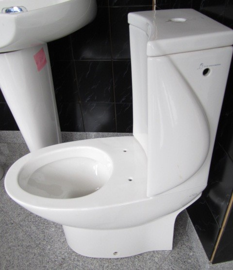 18. Exclusive WC combination + water-tank in white