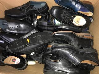 Marken Schuhe. Herrn Schuhe. Lederstiefel .Butts .Halbschuhe  - Brand shoes. Mr. Shoes. Leather boots. Butts. Half-boots