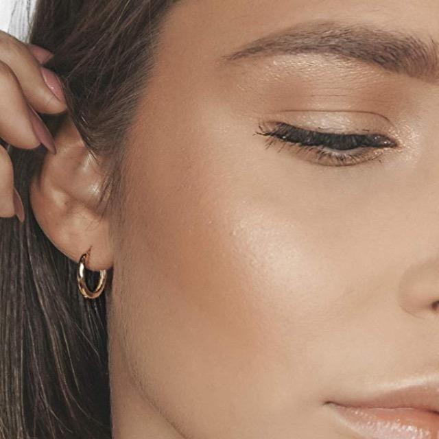 Goldene Creolen. Ohrringe aus 925 Sterling Silber mit 14K Gold Plattierung. Durchmesser 15mm