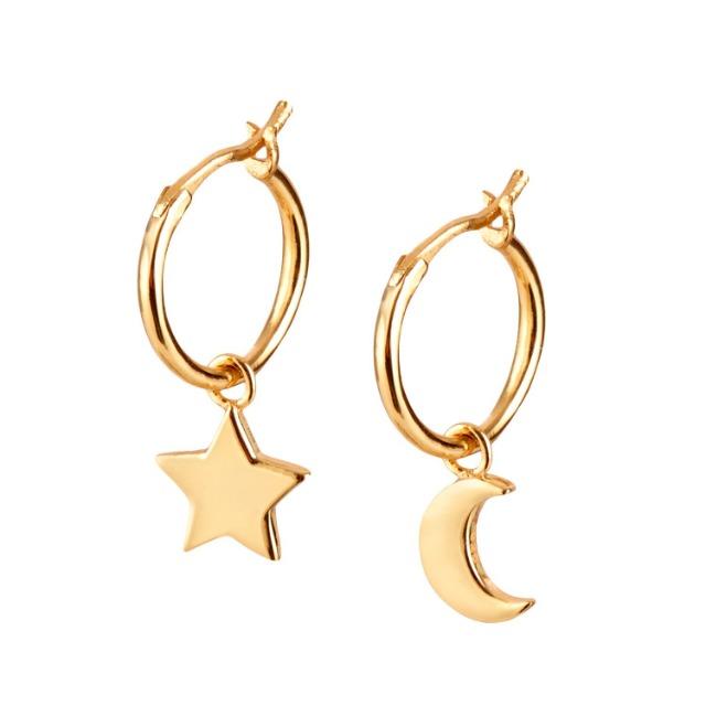 Ohrringe Gold mit Anhänger Mond und Stern. Creolen aus 925 Sterling Silber und 14K Gold Plattierung.