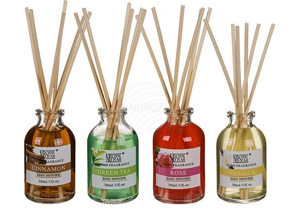 Raumduft, 30 ml (Cinnamon, Vanilla, Apple Cinnamon, Pine sortiert) mit 6 Holzstäbchen, 24 Stück im Aufsteller, 2520/PAL