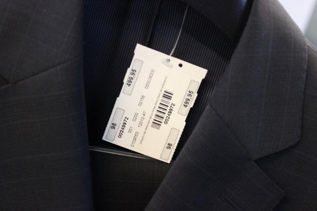 Anzüge - Sakkos - Jacken - Hosen - Jeans - Bugatti - Cars Gross - Boss - große Marken kleine Preise - Wert 75000€