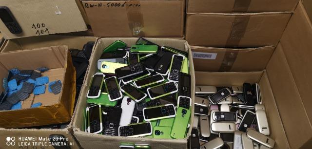 Restposten von 4000 Smartphone/Handys von Nokia C-Serie posten