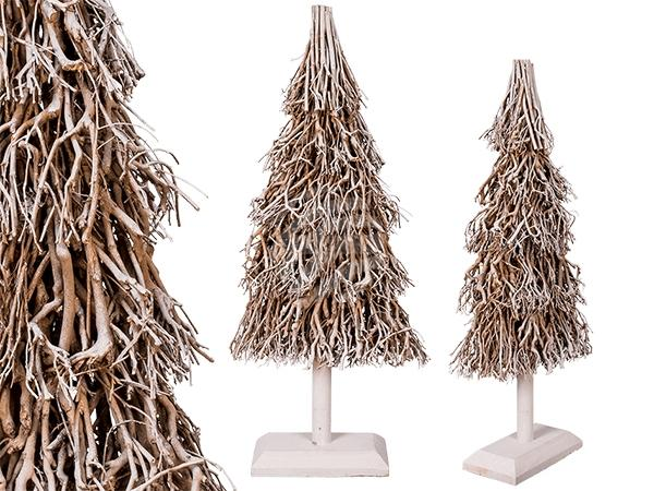 Weißer Weihnachtsbaum aus Holzzweigen