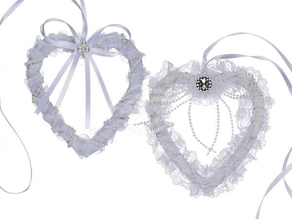 Weißes Hochzeits-Herz mit Spitzenband