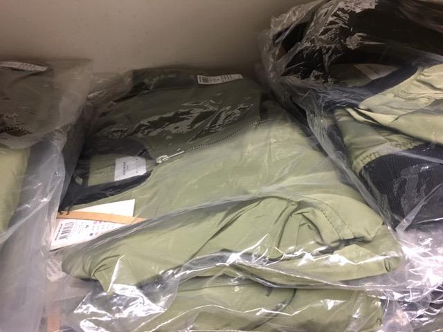 SONDER POSTEN mit super Marken / über 486 Teile - Textilien Accessoires zu TIEFSTPREISEN